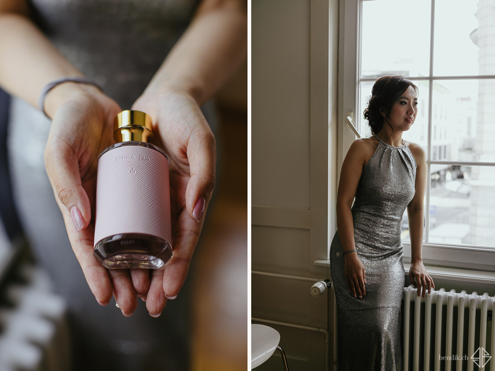 Braut steht in elegantem Kleid am Fenster und hält Parfümflasche in die Kamera