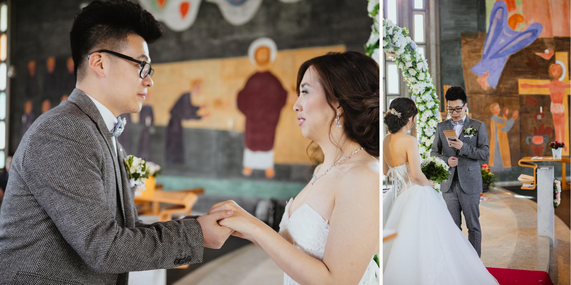 Brautpaar liesst sich Ehegelübde vor