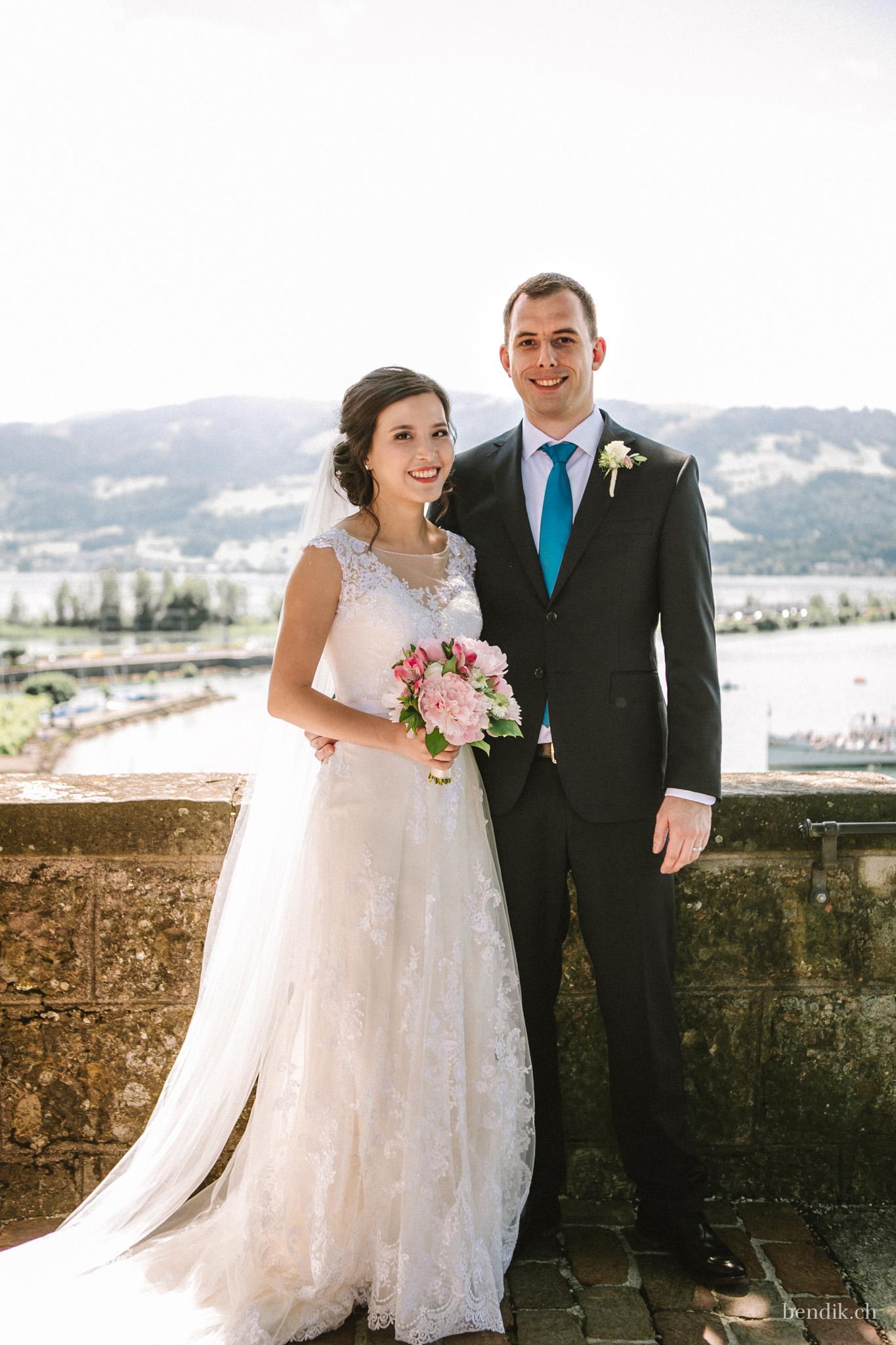 Brautpaar vor Kulisse der Rapperswiler Altstadt und des Seedamms